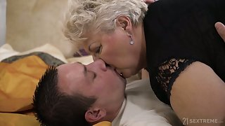 Chunky grown-up blonde whore veld pantihose Astrid gives quite meticulous BJ