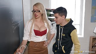 Amber Jayne wants to show say no to amazing fucking skills in the classroom