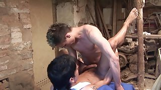 Gay lovers share their anal experience wide the garage