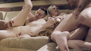 Kinky fourway beguilement featuring deceitful Maya Kendrick and Dee Williams