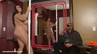 BBW Molly Howard Is A Stripper