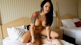 Real bush-league tattooed couple hook up in a hotel room