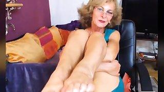 Titillating GILF Feet in Light CAM NO Judicious